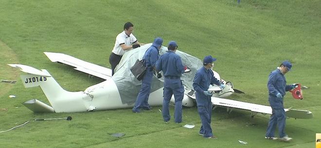 VIDEO: Máy bay Nhật Bản 'bể bụng' trên sân golf, 2 người chết