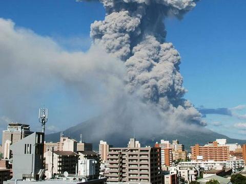 Sốc với hình ảnh 100 núi lửa 'mọc chi chít' khắp nước Nhật