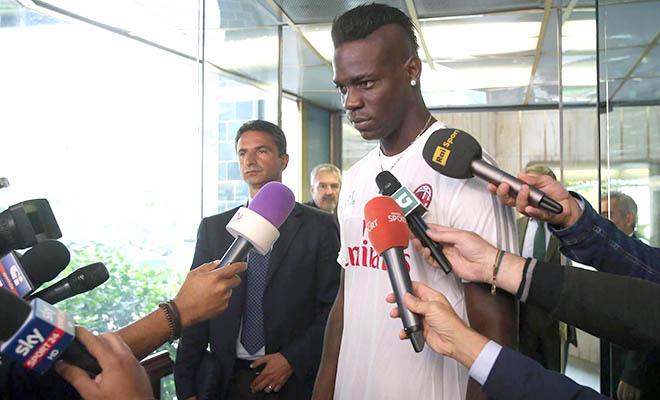 AC Milan mượn Mario Balotelli từ Liverpool: Chào 'Táo thối' trở về!