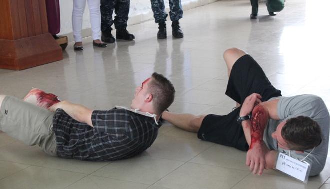 Tàu bệnh viện hải quân Hoa Kỳ diễn tập cứu nạn sóng thần tại Đà Nẵng