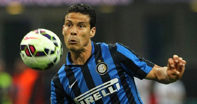 Hernanes chính thức gia nhập Juve từ Inter với giá 11 triệu euro