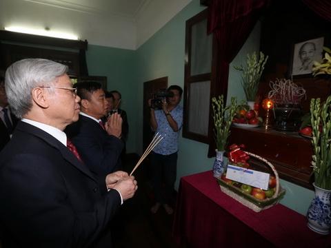 Lãnh đạo Đảng, Nhà nước, Mặt trận Tổ quốc Việt Nam dâng hương tưởng niệm Chủ tịch Hồ Chí Minh