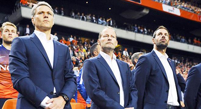 Hà Lan sắp bị loại, HLV Danny Blind vẫn quyết không từ chức