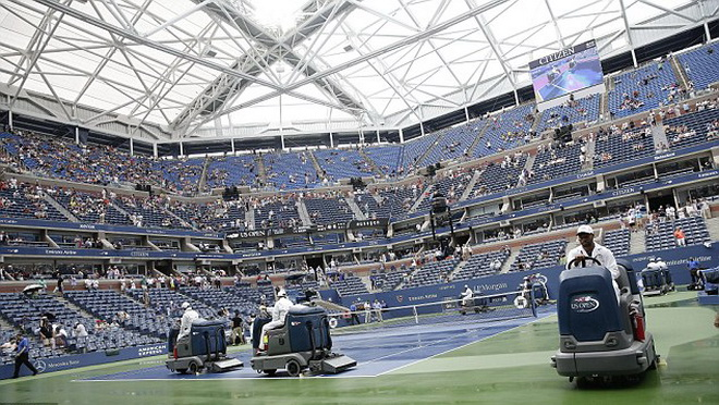 Simona Halep cảm ơn trời mưa. Mái che ở US Open đến 2016 mới dùng được