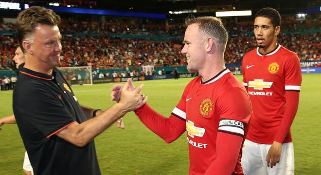 Van Gaal: 'Rooney là đội trưởng xuất sắc nhất, hơn Figo và Lahm'