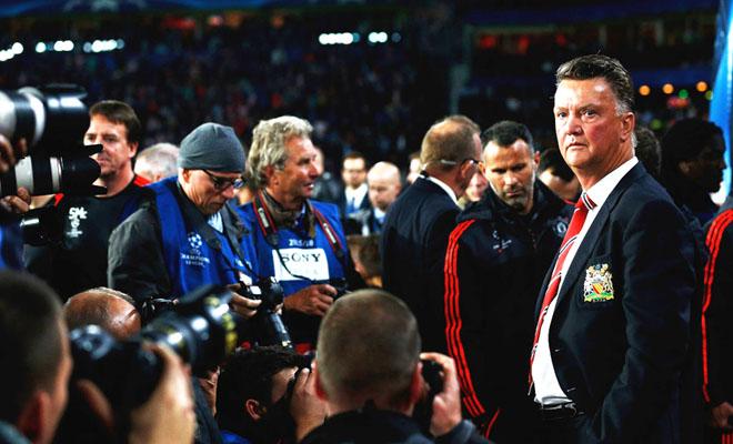 ĐIỂM NHẤN: Man United rối vì Van Gaal quá mê kiểm soát bóng. Martial không phải 'số 9'