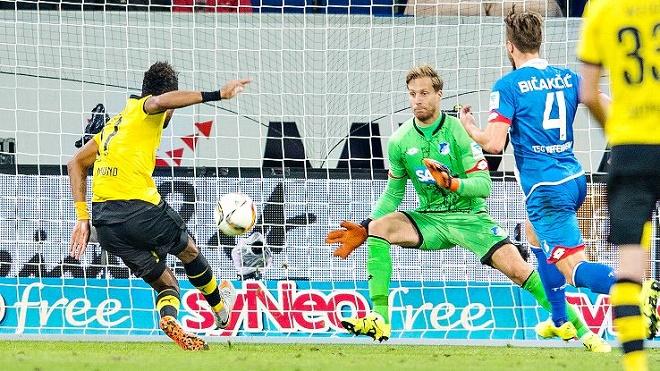 Vòng 6 Bundesliga: Bị cầm hòa, Dortmund bị Bayern soán ngôi. Chicharito đã nổ súng