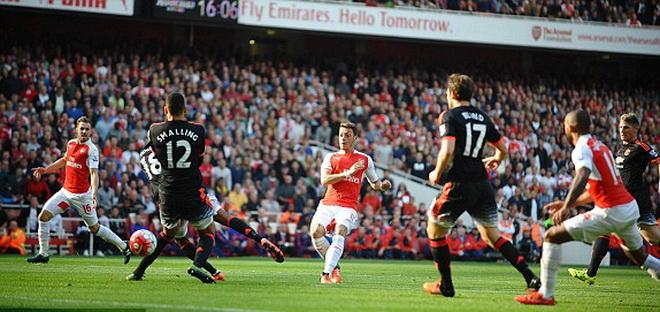 Carragher: 'Arsenal có thể vô địch Premier League nhưng phải bị loại sớm ở Champions League'