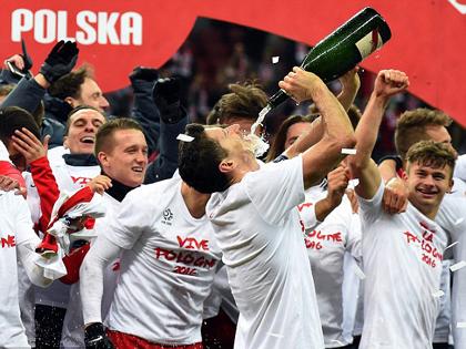 Lewandowski có thể bị bắt vì uống rượu ngay trên sân
