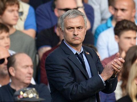 TIẾT LỘ: Mourinho bị cầu thủ Chelsea 'làm phản'