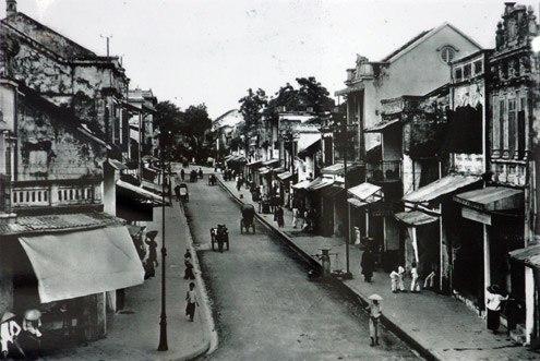 Khám phá kiến trúc truyền thống qua bộ ảnh Tết Hà Nội cách đây 100 năm vừa được đăng tải trên trang fanpage của Khoa Văn - Đại học KHXH&NV - Đại học Quốc gia Hà Nội: