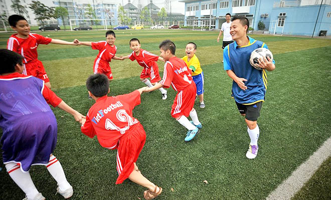 Cầu thủ Việt Nam với tương lai sau khi treo giày: Trái bóng ở trong chân!