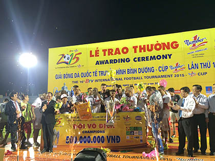 Bangu Atletico – Sinh viên Hàn Quốc 3-2: Cúp vàng đãi khách phương xa