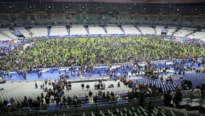 Khủng bố Paris và bóng đá dũng cảm hay hèn nhát