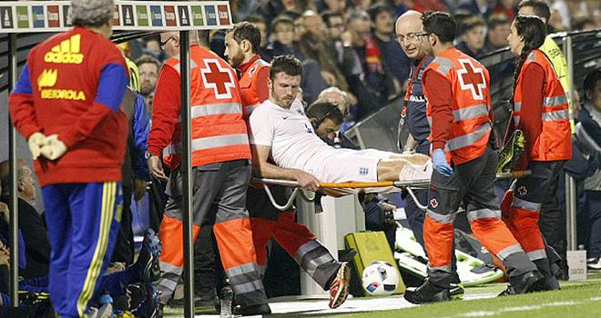 Van Gaal thở phào với chấn thương Carrick, ủng hộ Lingard lên tuyển