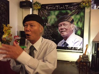Nhà thơ Thanh Tùng 'Thời hoa đỏ' khóc trong sinh nhật tuổi 80