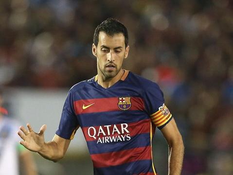 TRANH CÃI: Vì sao Sergio Busquets vắng mặt trong đội hình tiêu biểu của UEFA?