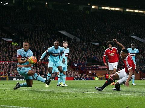 Van Gaal: 'Ngày nào chúng tôi cũng tập sút. Không hiểu sao bóng không…chịu vào lưới West Ham'
