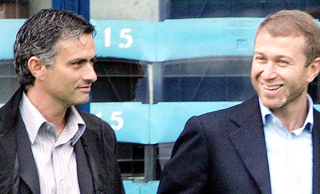 Cái gục mặt, tiếng la ó và bài toán khó của Mourinho
