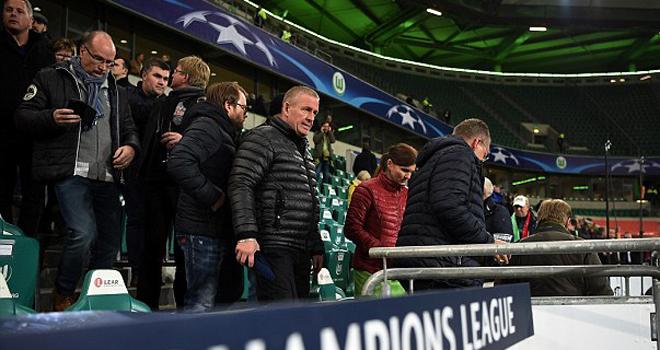 Nghi ngờ khủng bố trận Man United- Wolfsburg, Sir Alex và khách VIP phải ở lại SVĐ