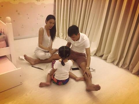 Công Vinh khoe ảnh mừng sinh nhật cùng vợ và con gái