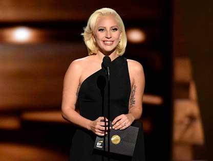 Lady Gaga khóc khi được Billboard tôn vinh