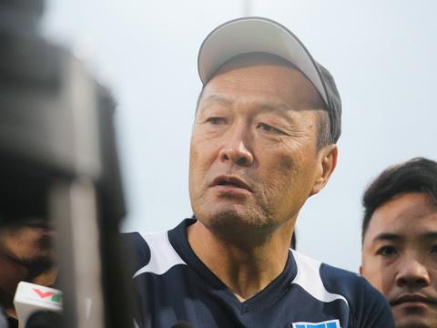 HLV JFL Selection khen U23 Việt Nam tiến bộ
