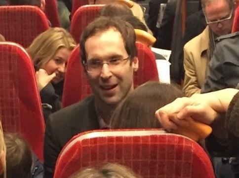 Ngỡ ngàng với hình ảnh giản dị của Petr Cech trên tàu điện