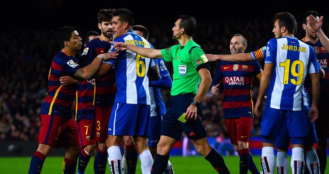 Vì Suarez, Barca không tố cáo Pau Lopez của Espanyol