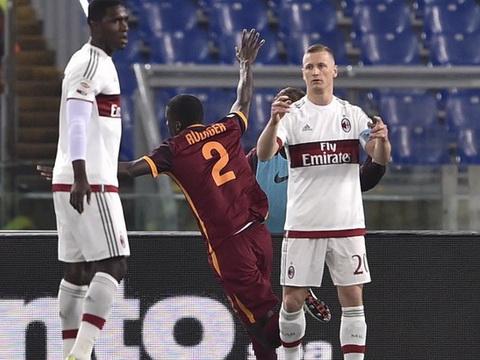 Roma 1-1 Milan: Tự làm khổ nhau