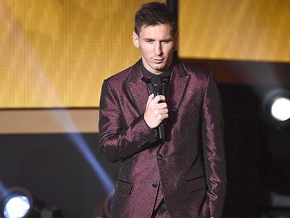Vì sao trang phục của Messi luôn 'nổi' ở Gala Quả bóng Vàng?