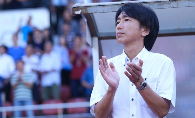 HLV Miura vẫn quyết tâm, Kiatisuk xin lỗi người hâm mộ Thái Lan