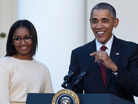 Ông Obama cũng... khóc trong lễ tốt nghiệp của con gái