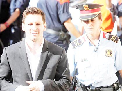 Vì sao cáo buộc trốn thuế mãi đeo bám Messi?