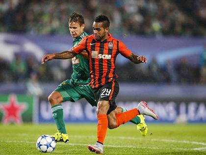 Alex Teixeira chỉ trích Shakhtar vì khước từ Liverpool