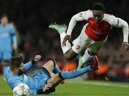 NGHI ÁN: Pique cố tình 'tẩy thẻ' ở trận Barca gặp Arsenal?