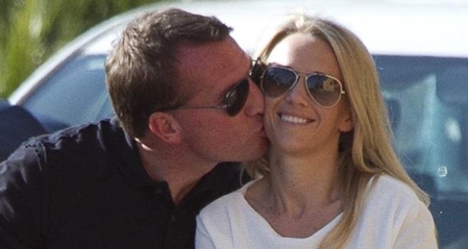 HLV Brendan Rodgers quỳ gối cầu hôn bạn gái giữa quảng trường Thời đại