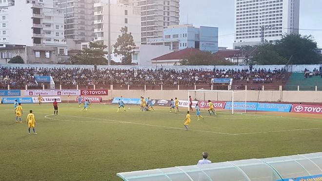 FLC Thanh Hóa và Than Quảng Ninh thắng sân khách, SLNA thua trận thứ 2