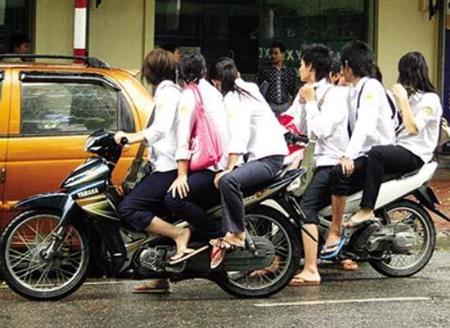 Hà Nội: Học sinh bị hạ hạnh kiểm nếu vi phạm an toàn giao thông nhiều lần