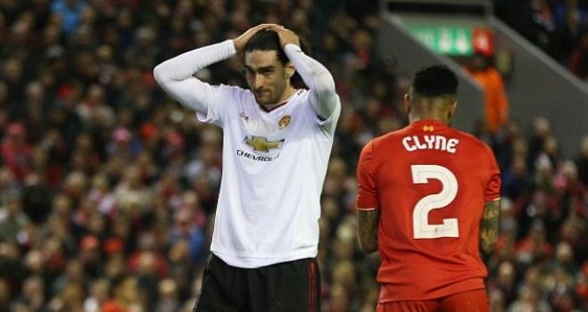 Fellaini tố cầu thủ Man United 'phản bội' Van Gaal