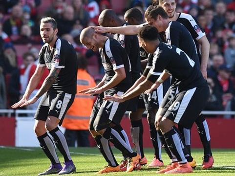Arsenal 1–2 Watford: Đấu pháp hợp lý, Watford biến Arsenal thành cựu vô địch cúp FA
