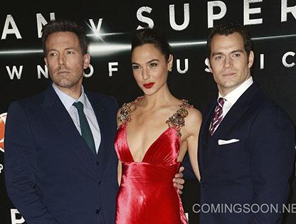 Ra mắt 'Batman v. Superman' ở London, bỏ thảm đỏ sau khủng bố ở Bỉ