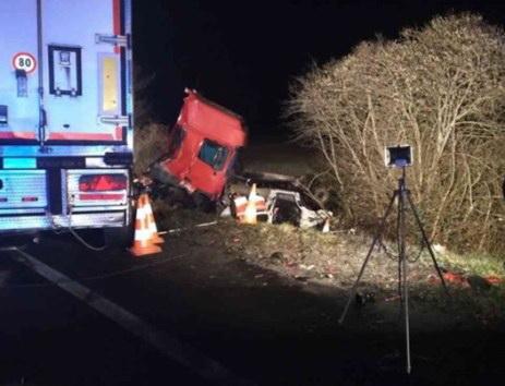 Tai nạn xe buýt đâm xe tải tại Pháp, 12 người chết