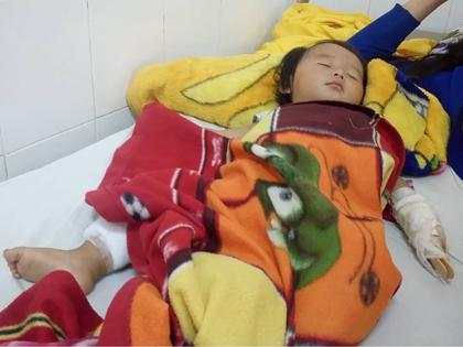 Cấp cứu bé 9 tháng tuổi bị bắn nhiều viên đạn chì vào người