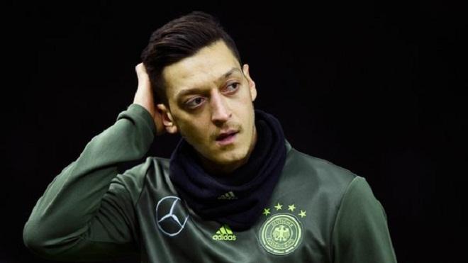 Oezil nhận điểm thấp nhất trong trận thua 2-3 của Đức trước Anh