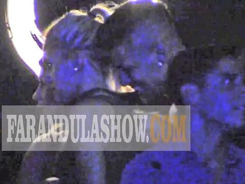 Marcos Rojo hút thuốc, trốn vợ 'cưa' gái ở hộp đêm