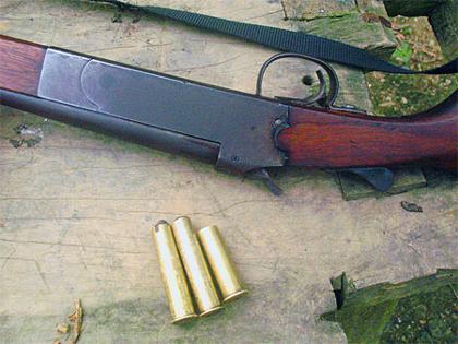 Đi săn tại Hà Nội, sơ suất súng quay nòng bắn chết người
