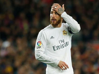 Sergio Ramos bị gọi là 'đồ ngu' vì thẻ đỏ ở Kinh điển Barcelona 1-2 Real Madrid