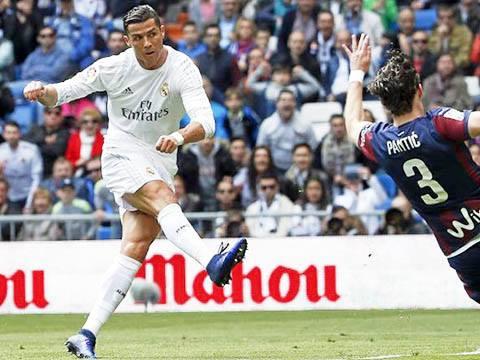 Cristiano Ronaldo ghi bàn và kiến tạo 'bá đạo' nhất châu Âu