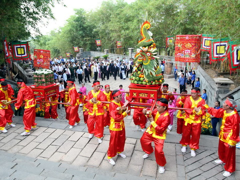 Hàng ngàn người dân Thành phố Hồ Chí Minh dâng hương tưởng nhớ vua Hùng